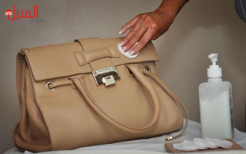 تنظيف المصنوعات الجلديه