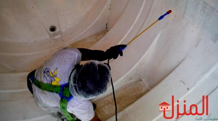 التخلص من الطحالب الخضراء في خزانات المياه
